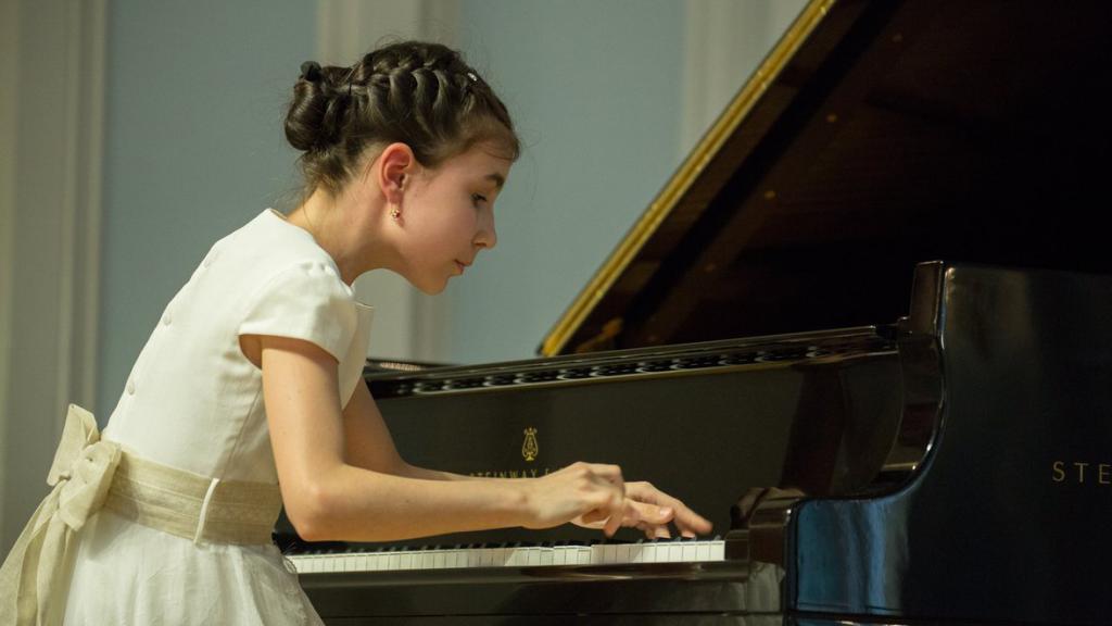 grand-piano-competition-2018-finals-2_d_eiXaTjz